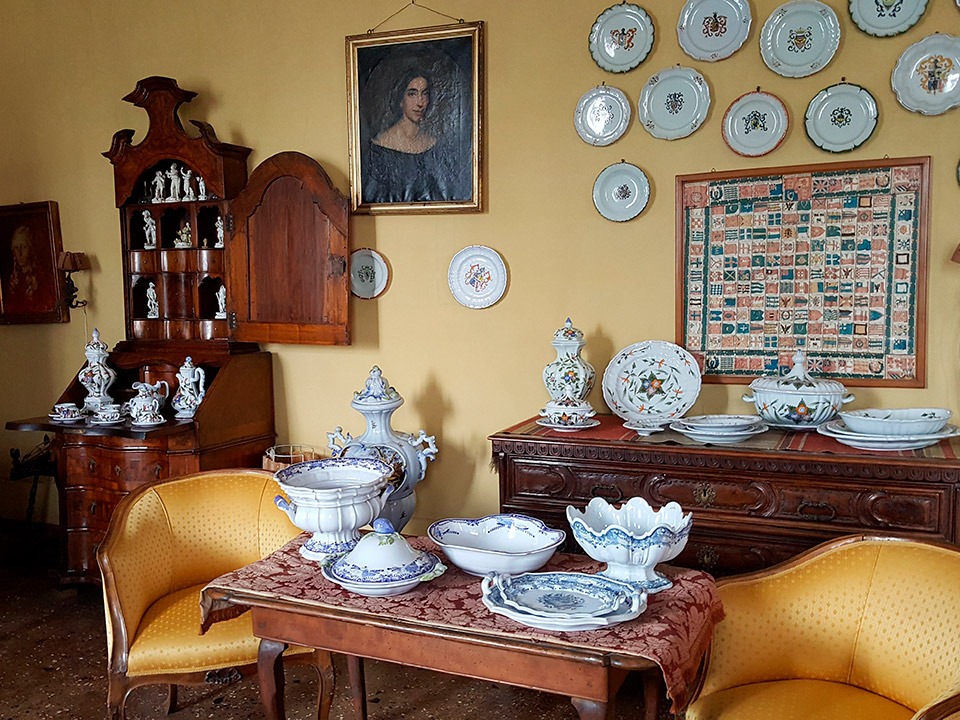 Museum - yellow sitting room - Ceramiche Barettoni