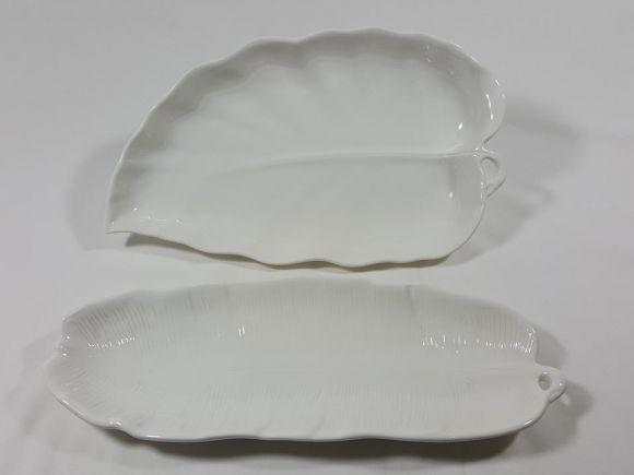 Ceramiche Barettoni Nove - VASSOI A FOGLIA IN CERAMICA BIANCA DI NOVE, CENTROTAVOLA E FRUTTIERA