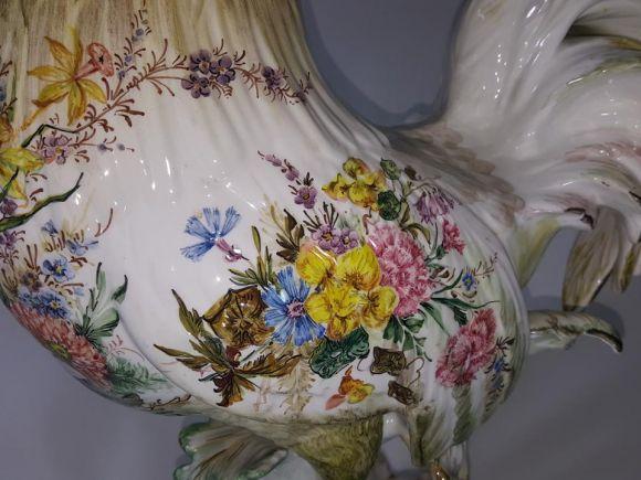 Ceramiche Barettoni Nove - GALLO IN CERAMICA SU PIEDESTALLO DECORATO A MANO