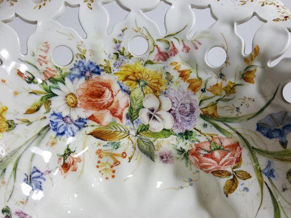 Ceramiche Barettoni Nove - ALZATA CENTROTAVOLA IN CERAMICA FATTA A MANO CON TRE PUTTI