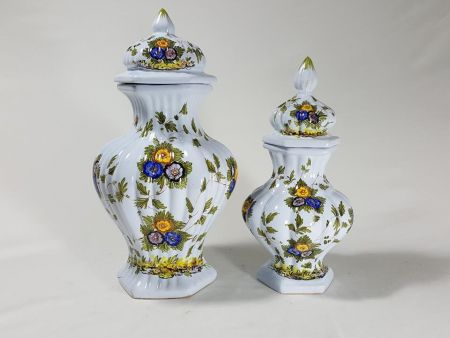 VINTAGE COUPLE OF VASES IN MAJOLICA OF THE HALF OF TWENTIETH CENTURY