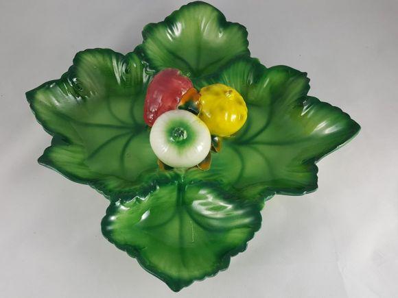 Ceramiche Barettoni Nove - ANTICA ANTIPASTIERA A FOGLIE IN CERAMICA SMALTATA DEL NOVECENTO CON VEGETALI
