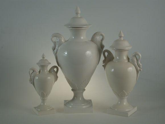 Ceramiche Barettoni Nove - VASI CLASSICI IN CERAMICA BIANCA DI NOVE, ORNAMENTI PER INTERNI E COMPLEMENTI D'ARREDO