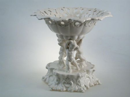 WHITE CENTERPIECE HAND-PIERCED WITH THREE PUTTOS