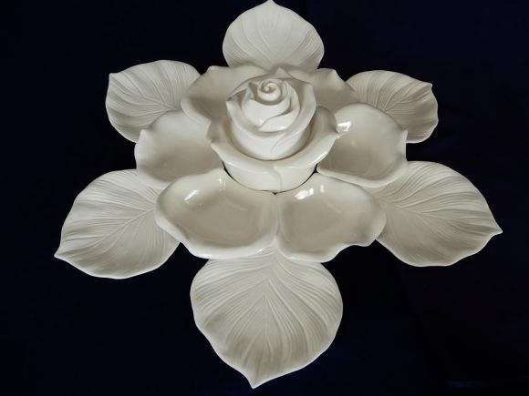 Ceramiche Barettoni Nove - ANTIPASTIERA IN CERAMICA COMPONIBILE PER BUFFET A FORMA DI ROSA