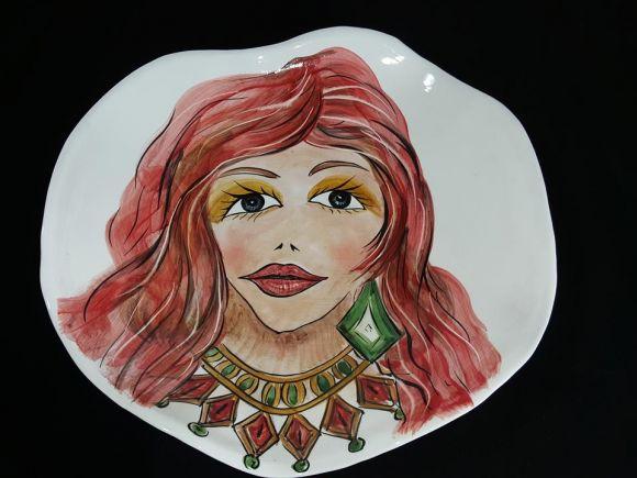 Ceramiche Barettoni Nove - DECORAZIONE PARETE FASHION IN CERAMICA - PIATTO DECORATO A MANO MODERNO CON VISO DI DONNA