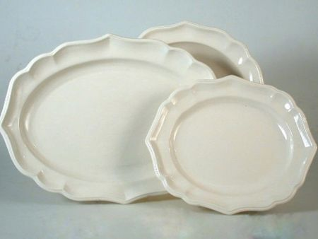 WHITE OVAL CERAMIC TRAY