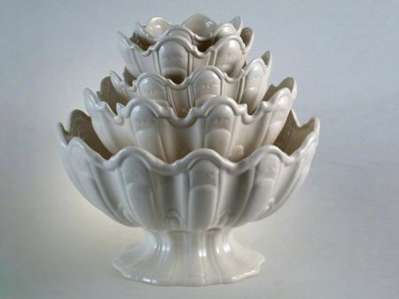 WHITE CERAMIC STAND BOWLS FOR FRUITS