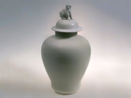 WHITE CLASSIC VASE WITH LID