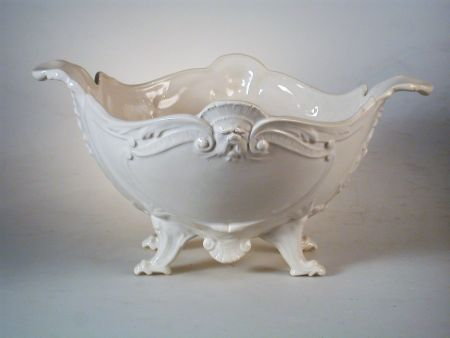 WHITE DECORATIVE CERAMIC FOR FLOWERS AND FRUIT, RAISED BOWLWITH FEET