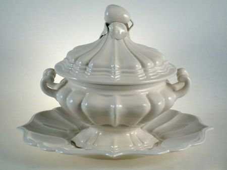 CERAMIC CLASSIC WHITE SOUP TUREEN