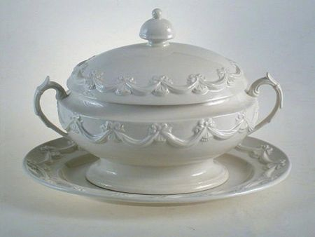 WHITE CERAMIC SOUP TUREEN WITH FESTONS