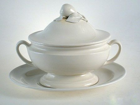 SMOOTH CERAMIC SOUP TUREEN WITH PLATE
